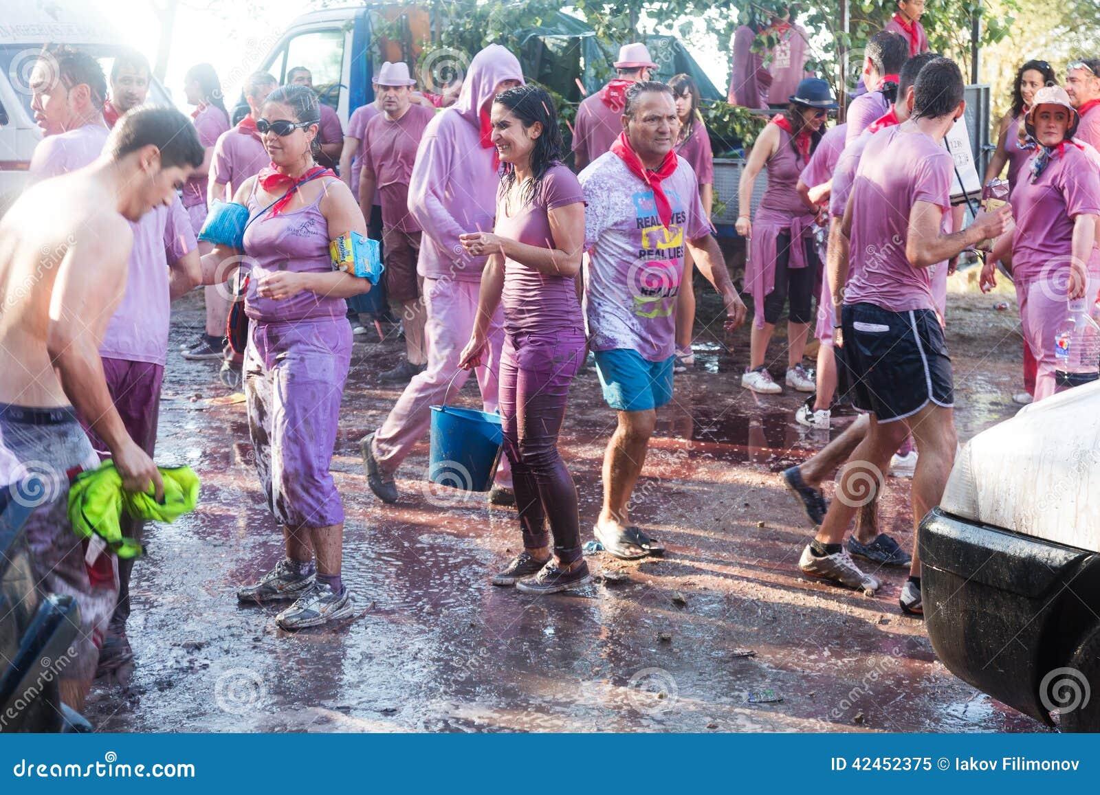 Nasse Leute bei Haro Wine Festival