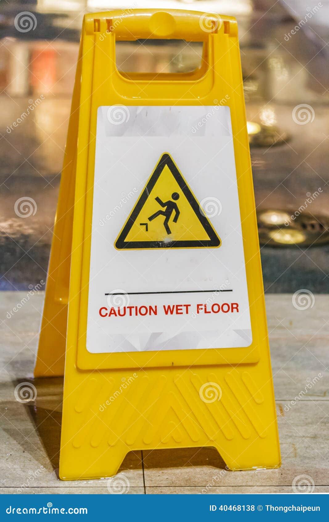 Nasses Fußboden-Zeichen stockfoto. Bild von plastik, warning - 40468138