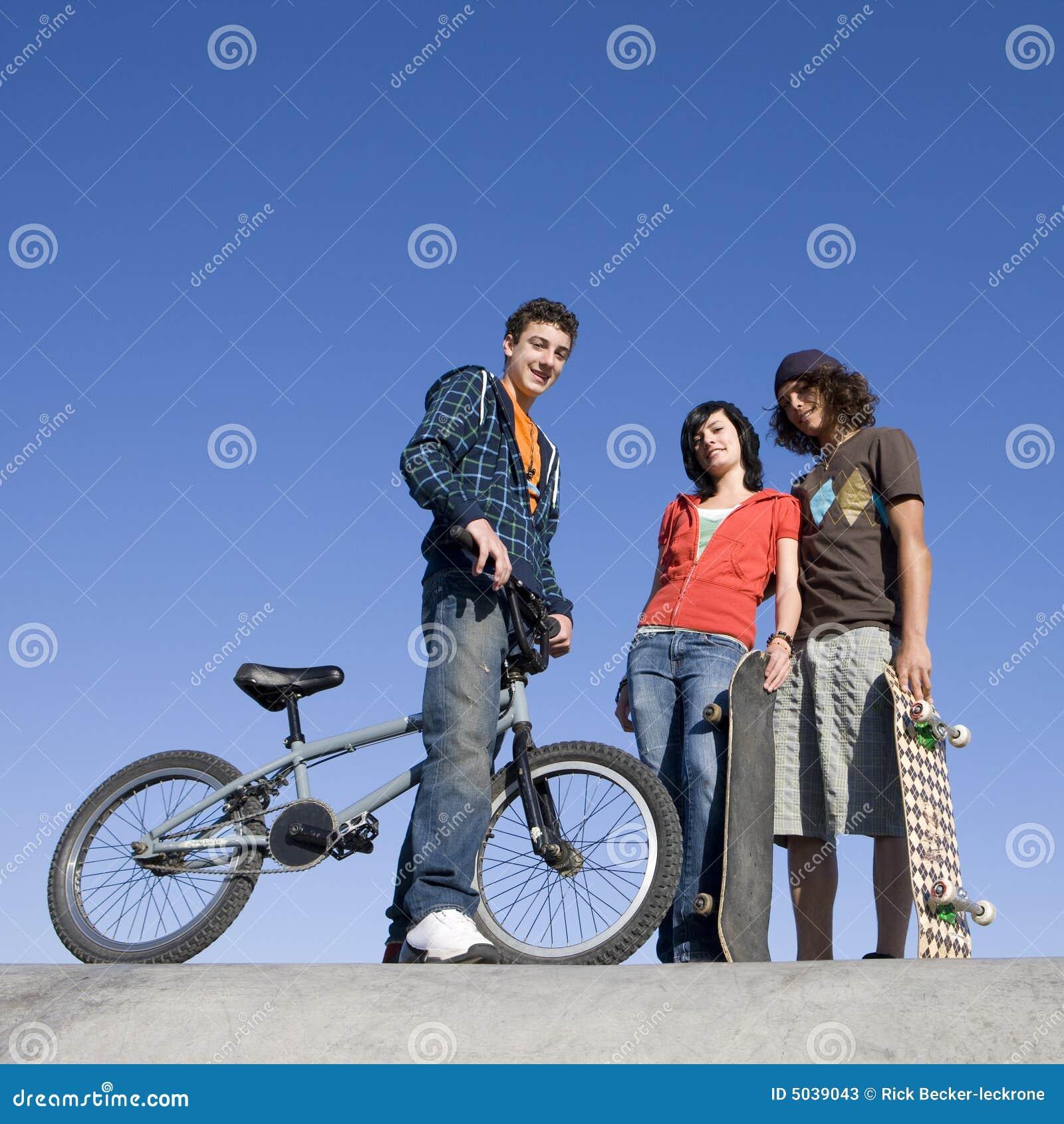 Nastolatki skatepark