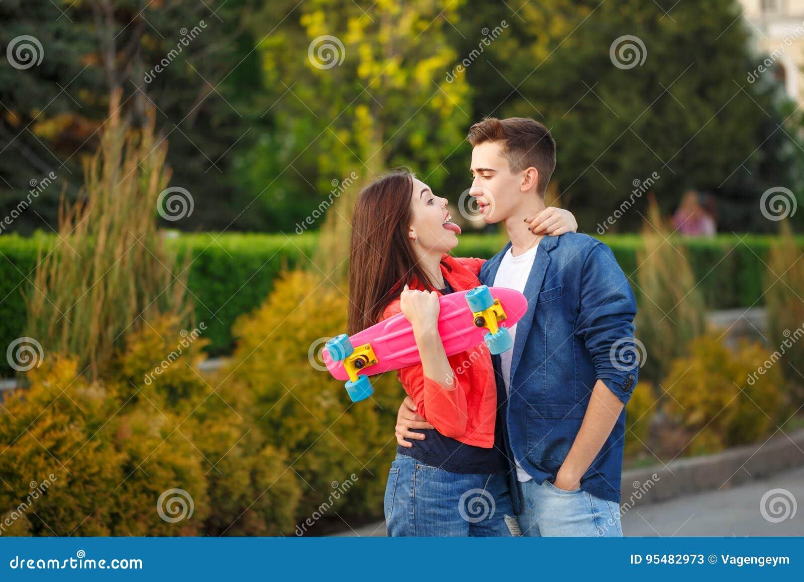 Nastolatkowie na dacie pierwsza miłość