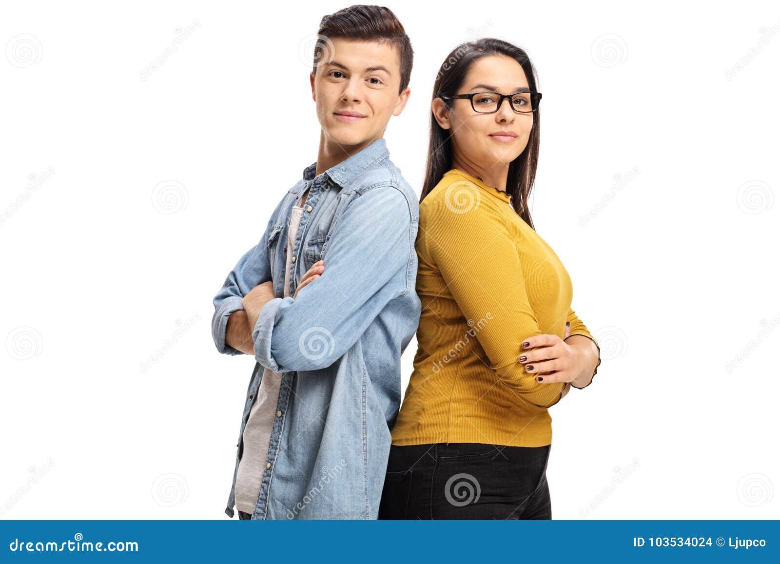 Nastoletni chłopak i nastoletnia dziewczyna