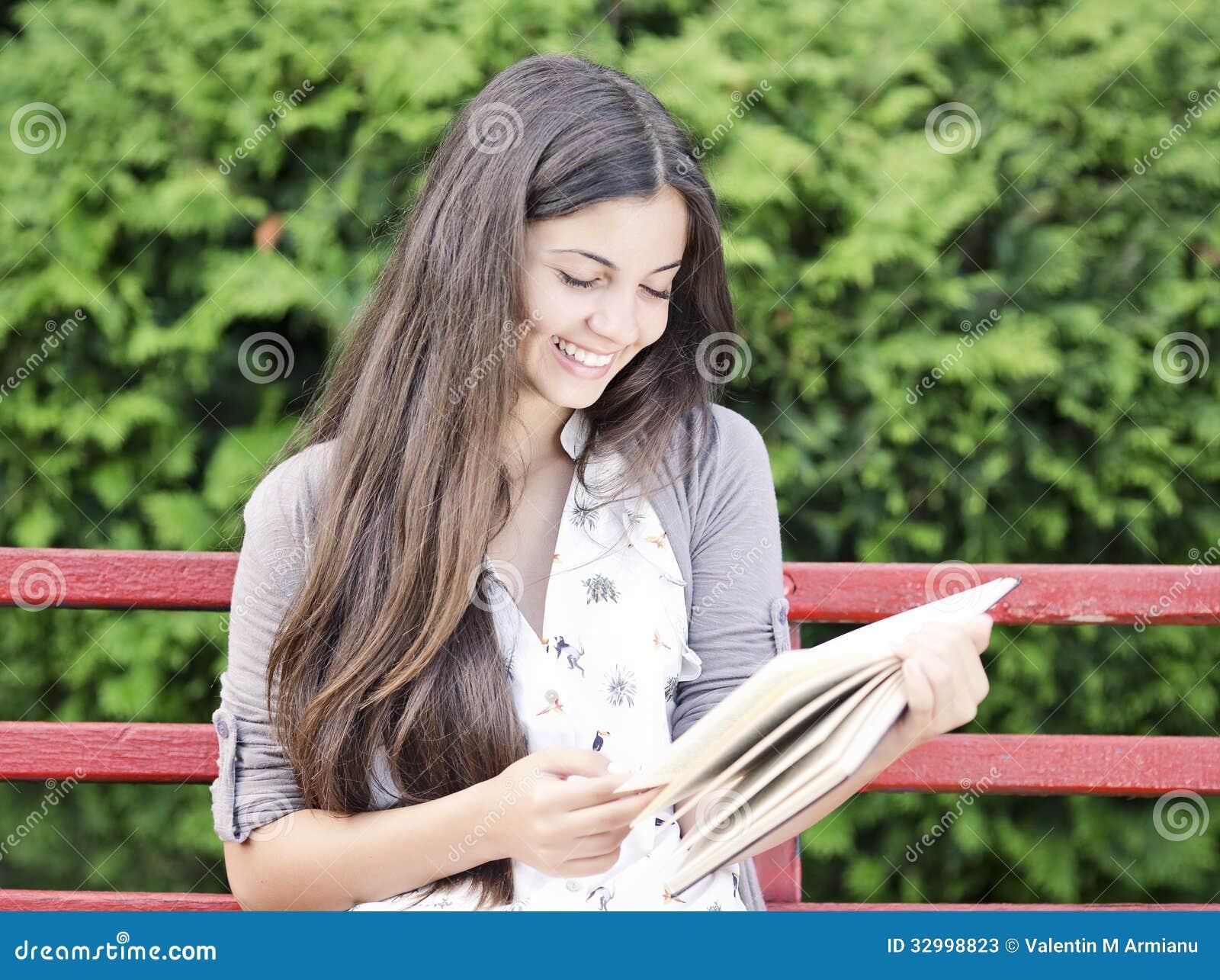 Nastoletni czytanie
