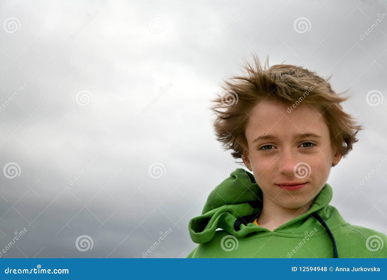 Nastoletni portreta wiatr