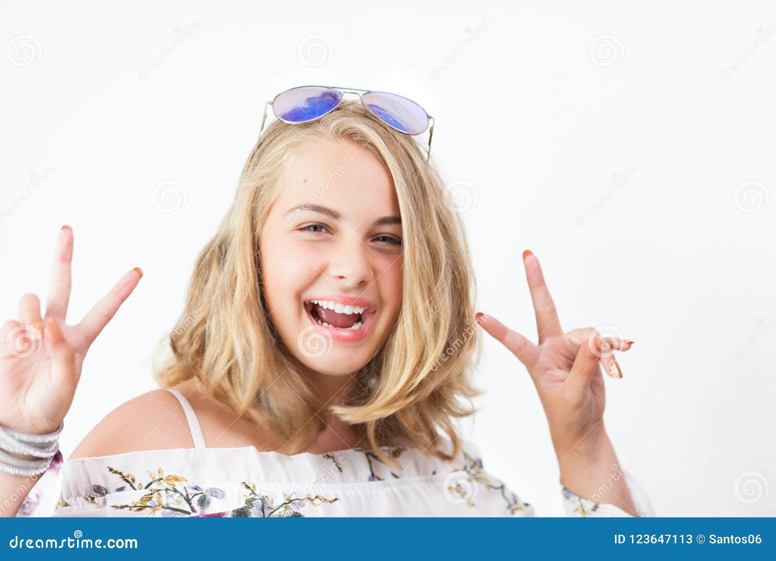 Nastoletnia dziewczyna z szkłami