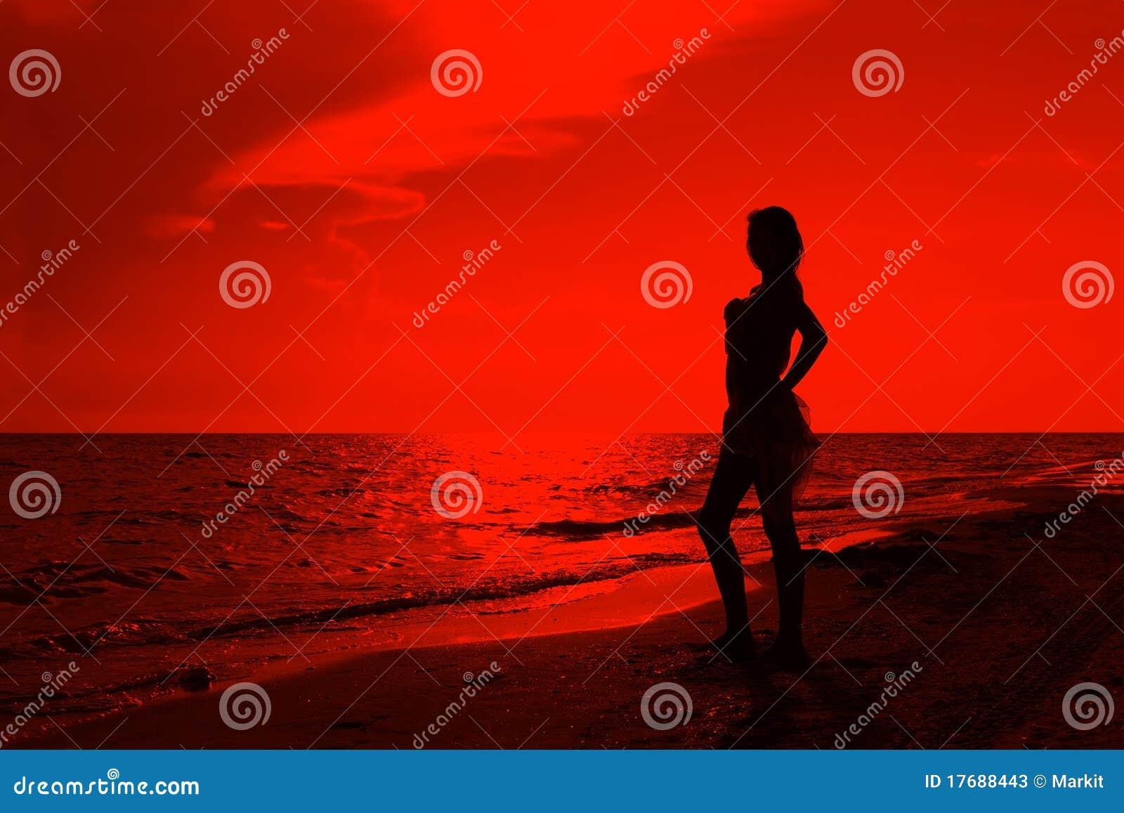 Nastoletnia plażowa dziewczyna