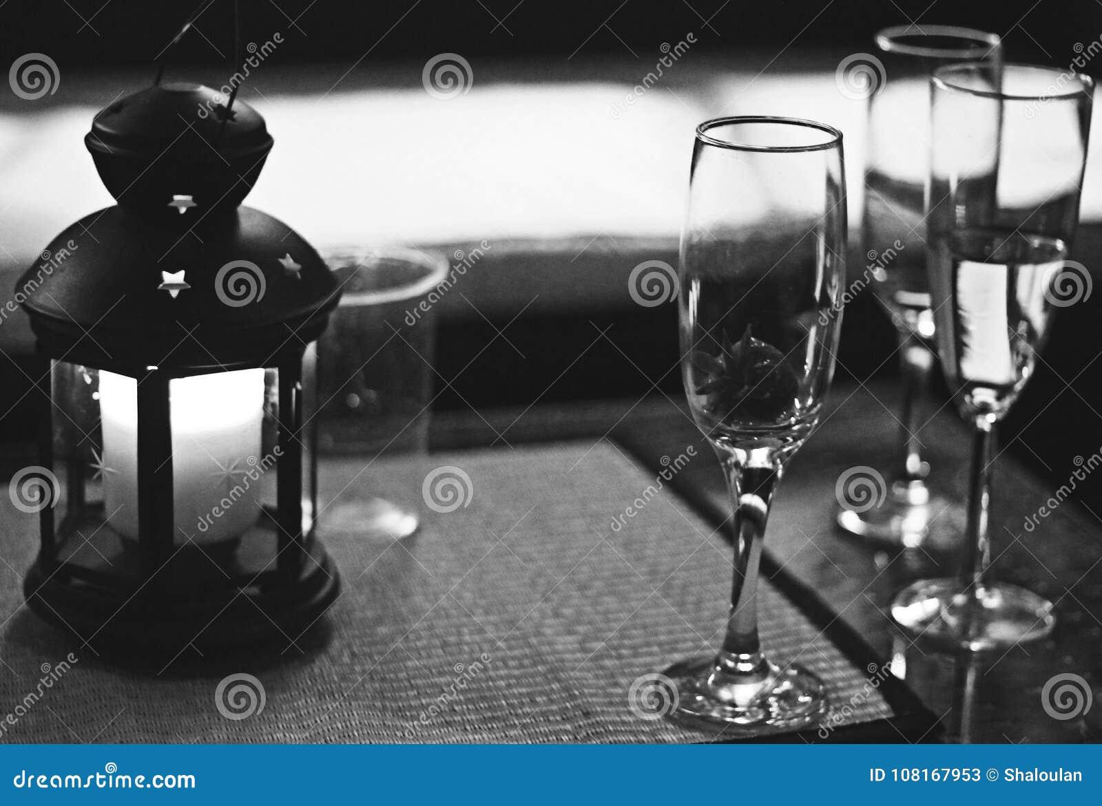Nastrojowy Pić przy Srebnym przyjęciem weselnym B&W
