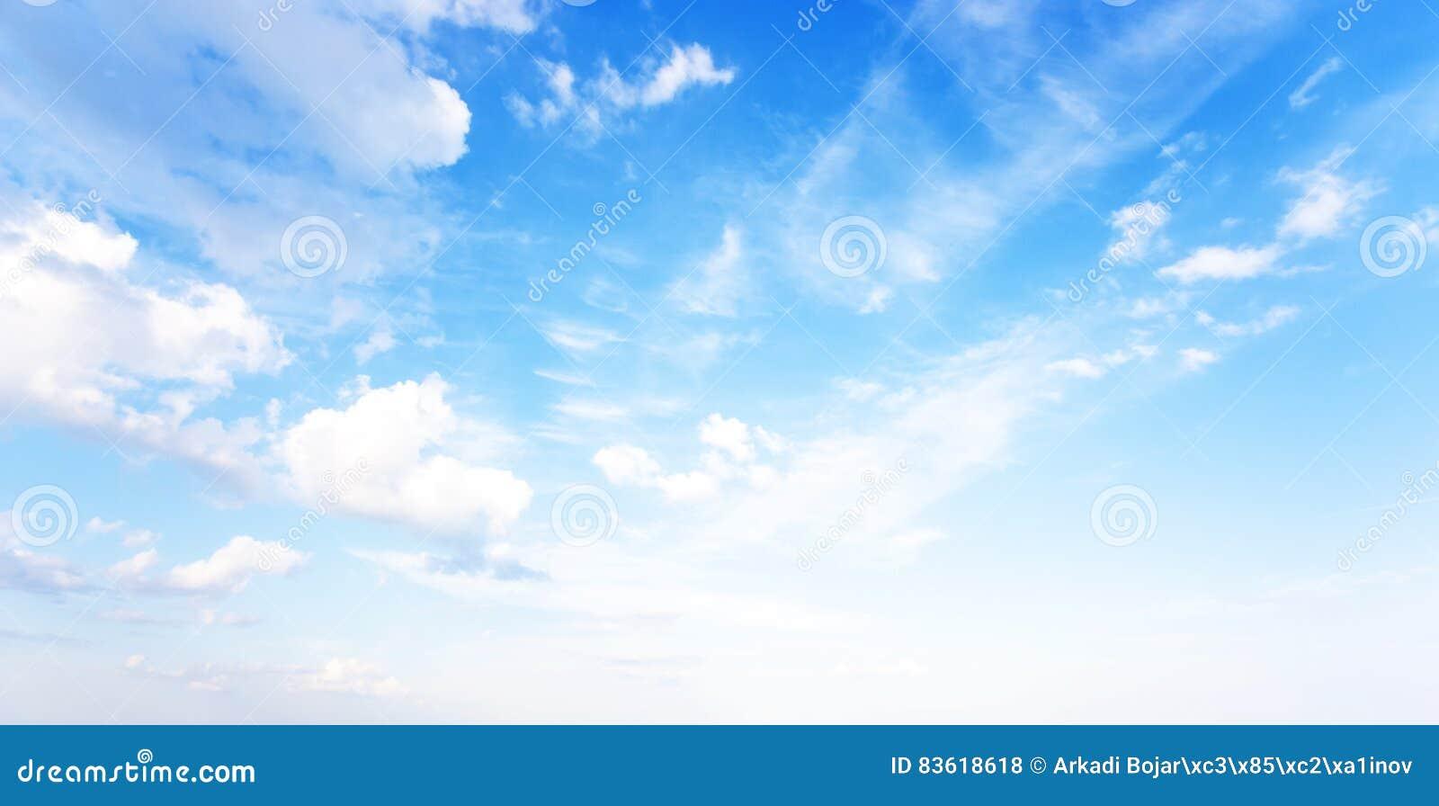 Natürliche Fahne des blauen Himmels