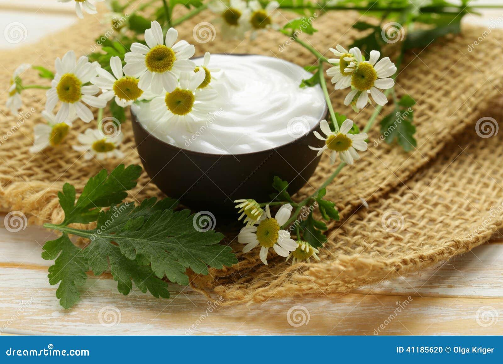 Natürliche kosmetische Sahnelotion mit Kamille