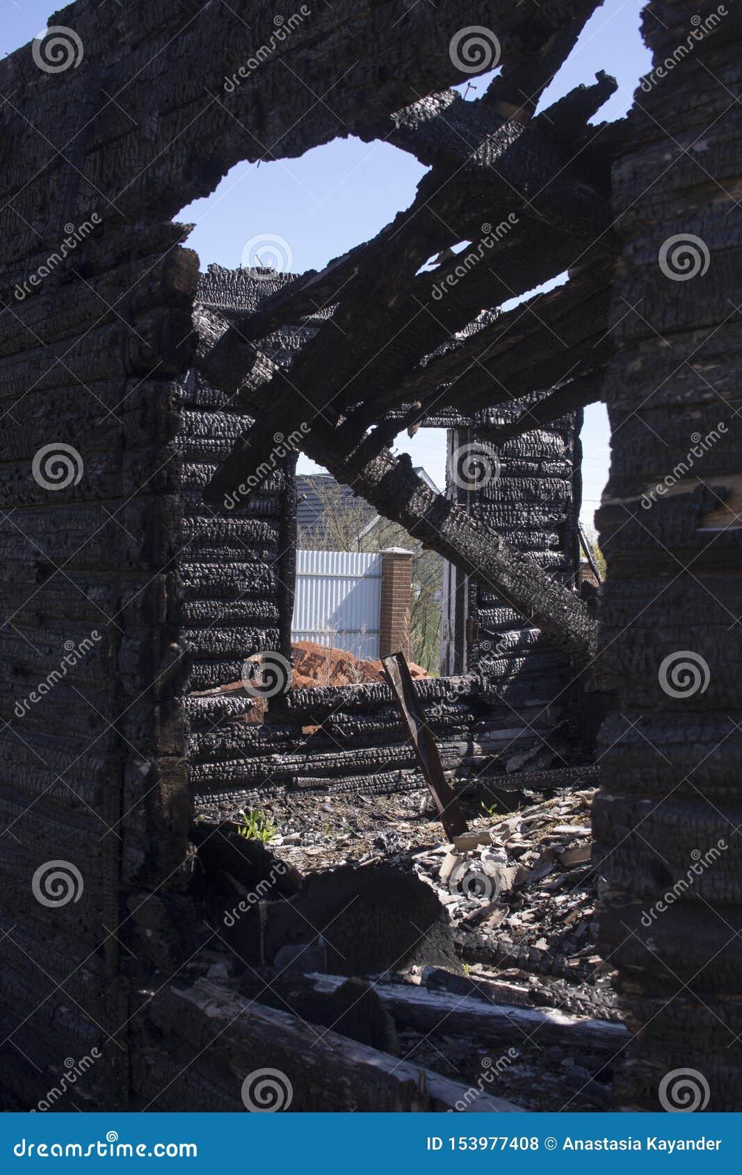 Nat?rliche Feuerasche mit dunkelgrauer schwarzer Kohlenbeschaffenheit Es ist ein brennbarer schwarzer Hardrock Copyspace