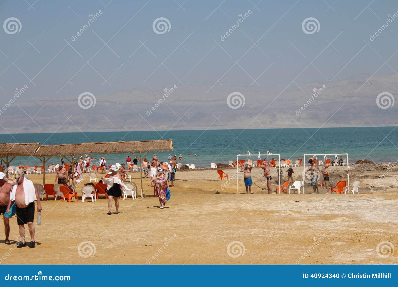 Natação do Mar Morto em Israel