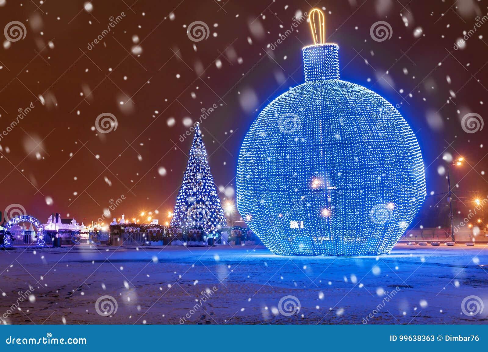 Natal em Moscovo Grande árvore de Natal no monte de Poklonnaya dentro