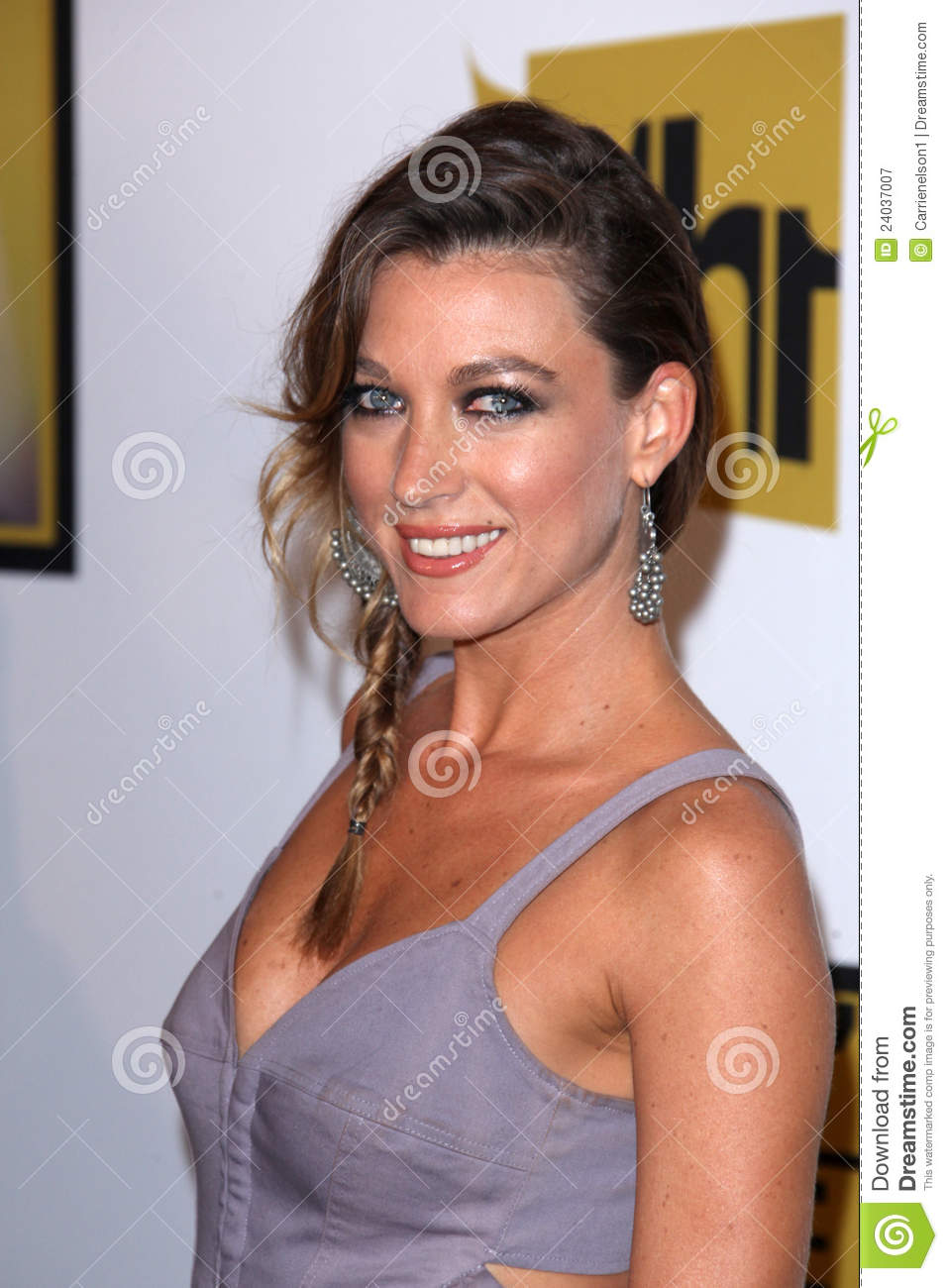 natalie zea the following