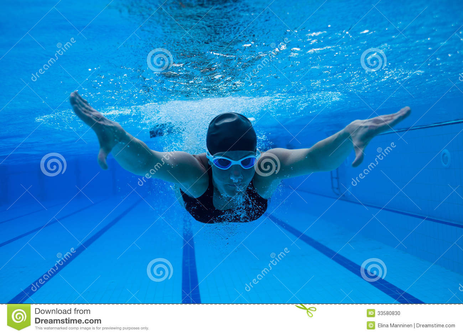 natation sous l 39 eau photo stock image du bulles tre 33580830. Black Bedroom Furniture Sets. Home Design Ideas