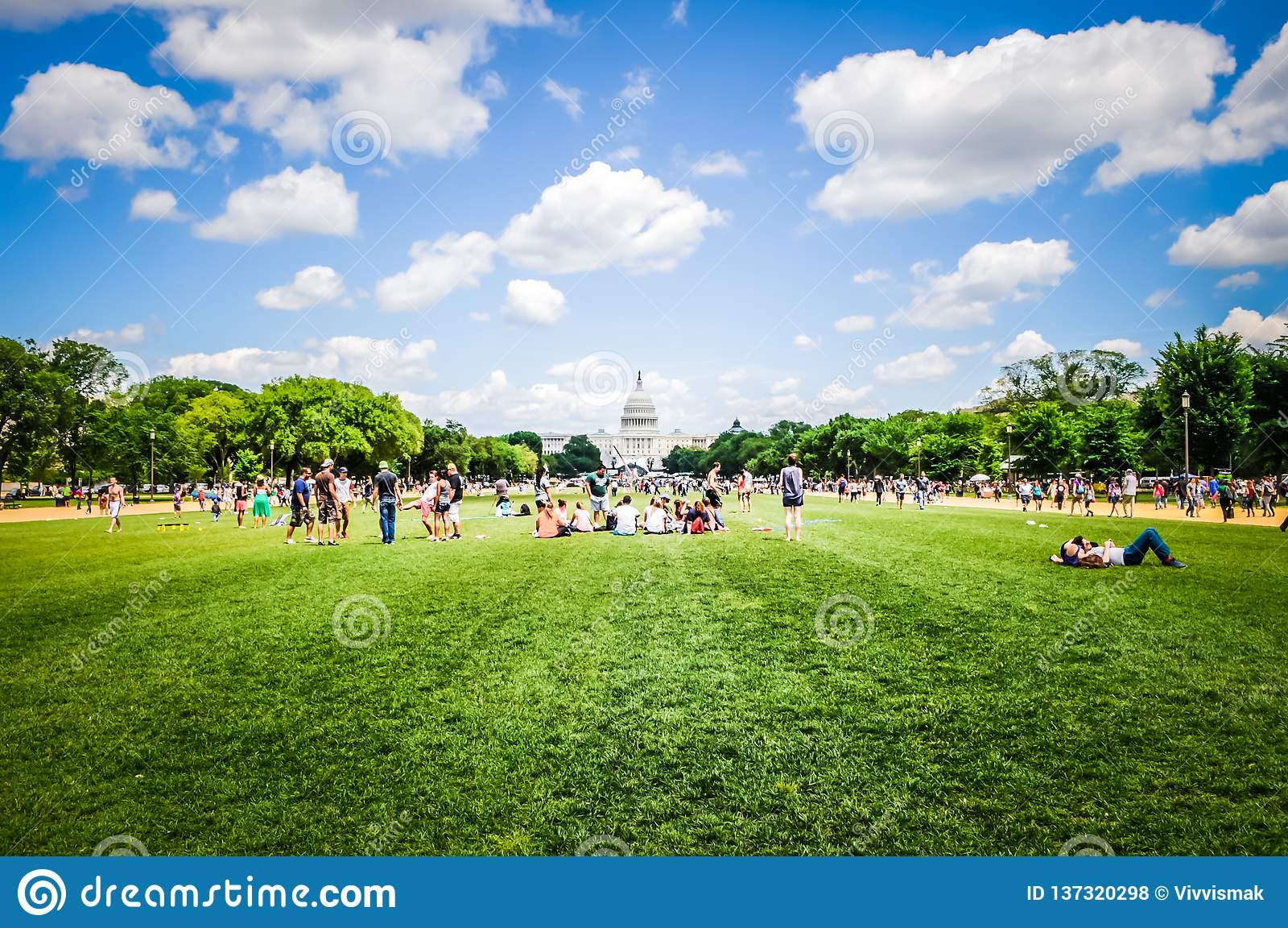National Mall na frente da construção do Capitólio no Washington DC, EUA
