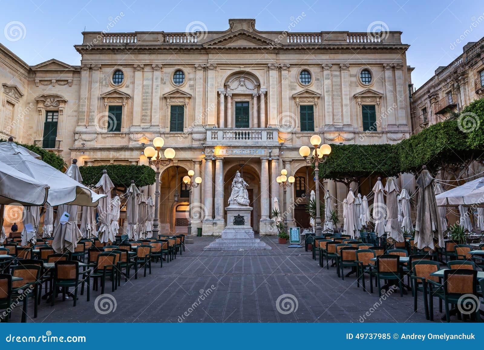 nationalbibliothek von malta am abend valletta stockfoto bild 49737985. Black Bedroom Furniture Sets. Home Design Ideas