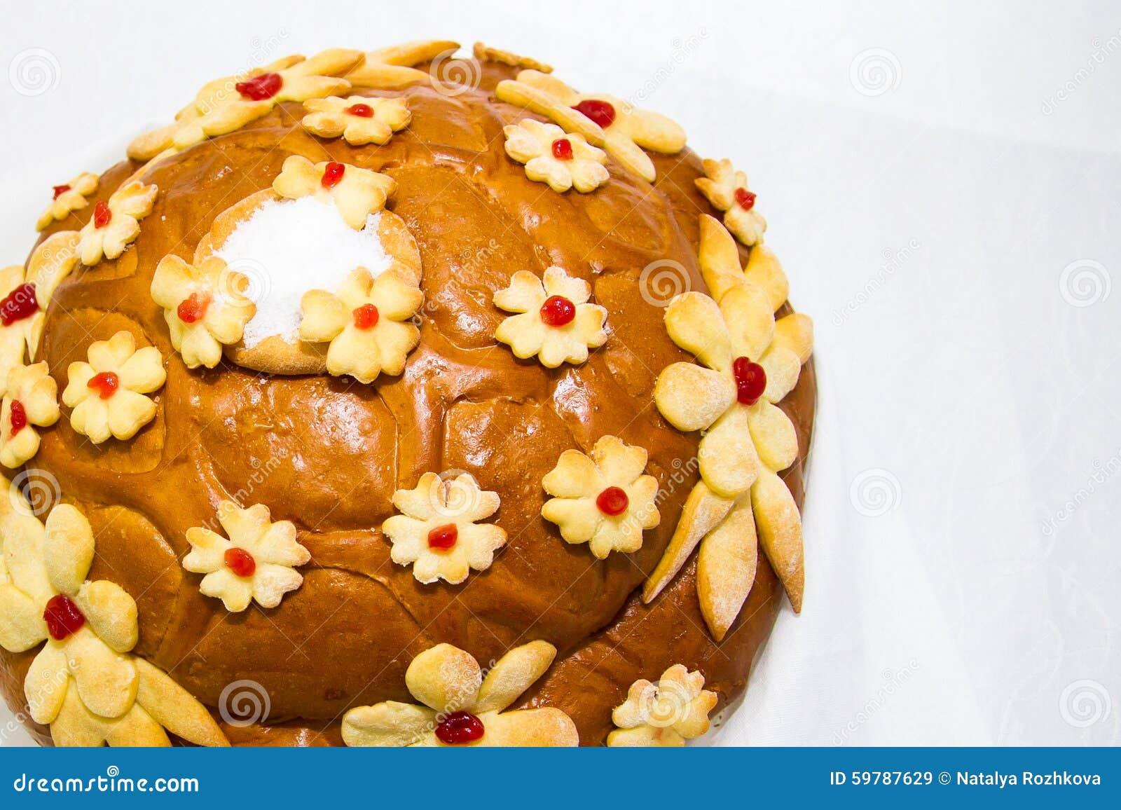 Nationales Hochzeitslaib mit Schwänen, Spica, Ringen und Salz Brotbacken