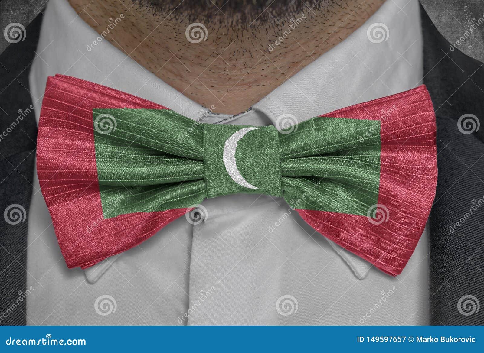 Nationsflagga av Maldiverna på dräkt för bowtieaffärsman