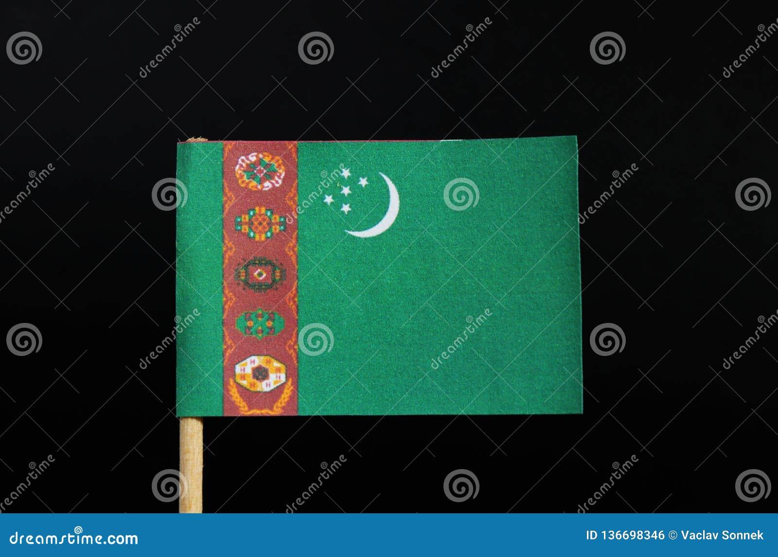 Nationsflaggan av Turkmenistan på tandpetare på svart bakgrund Ett grönt fält med ett vertikalt rött band nära hissar sidan