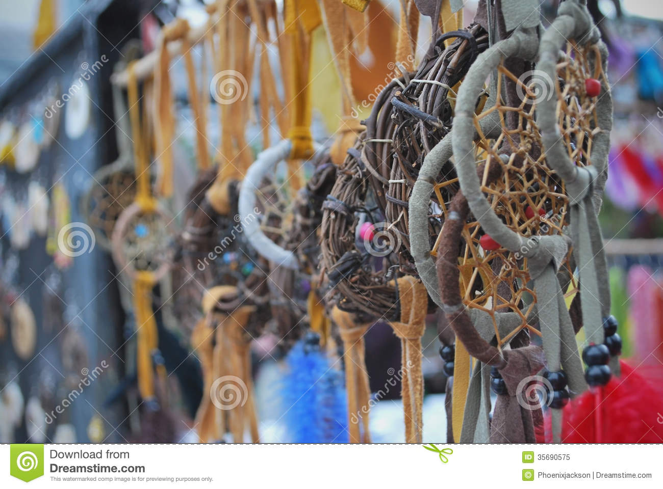 Native crafts and art beautiful dreamcatchers in market for Native arts and crafts