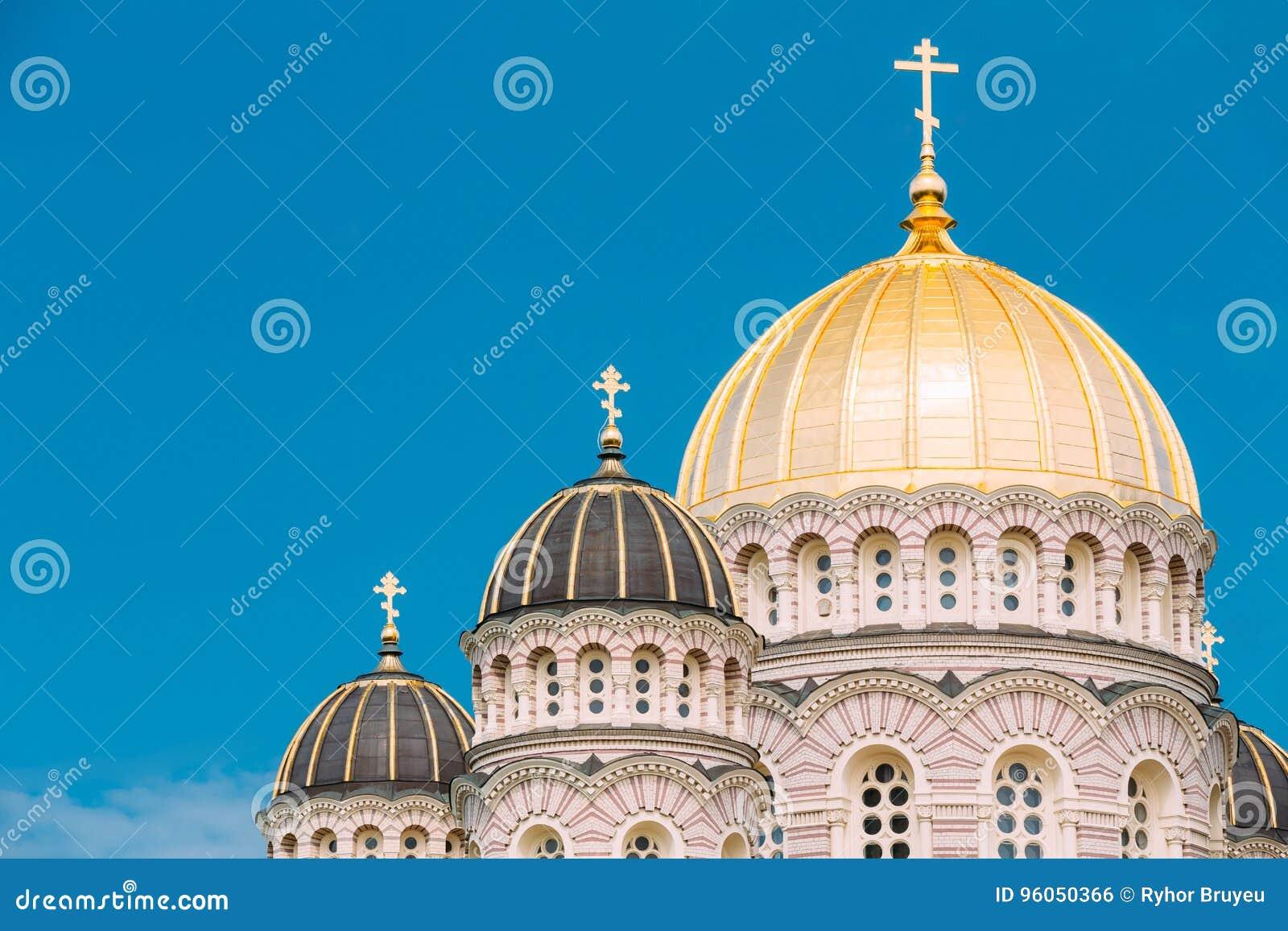 Nativité de Riga de la cathédrale du Christ - église célèbre sur ensoleillé bleu