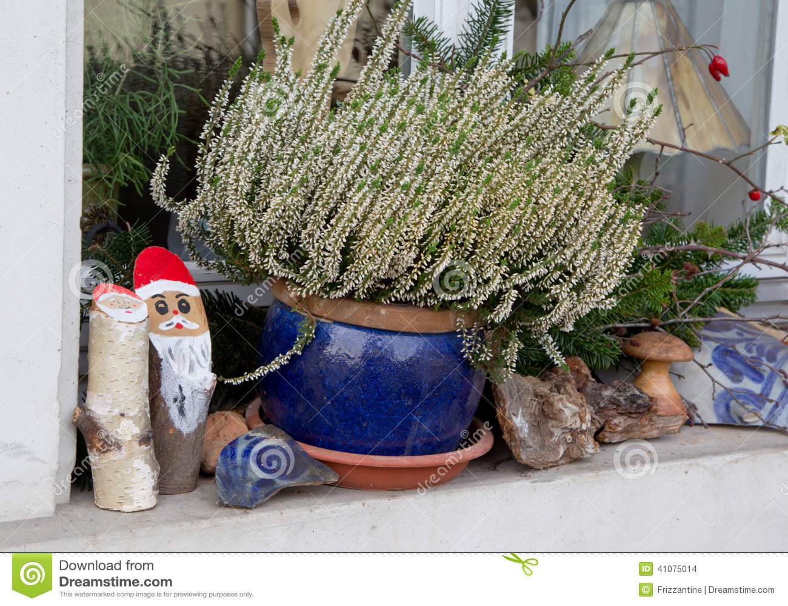 nat rliche weihnachtsdekoration im freien mit holz stockfoto bild 41075014. Black Bedroom Furniture Sets. Home Design Ideas