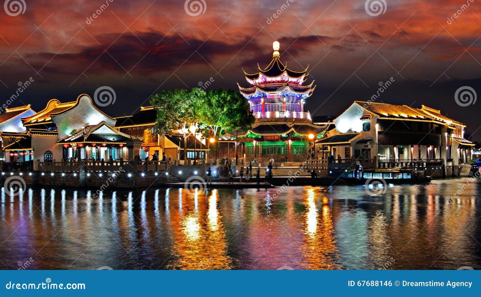 Natt av den Suzhou staden, Jiangsu, Kina