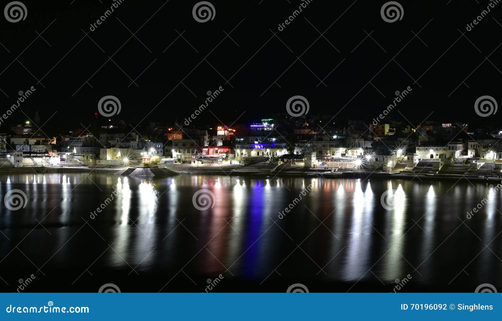 Natten sköt av Pushkar sjön eller Pushkar Sarovar på Pushkar - Rajasthan - Indien