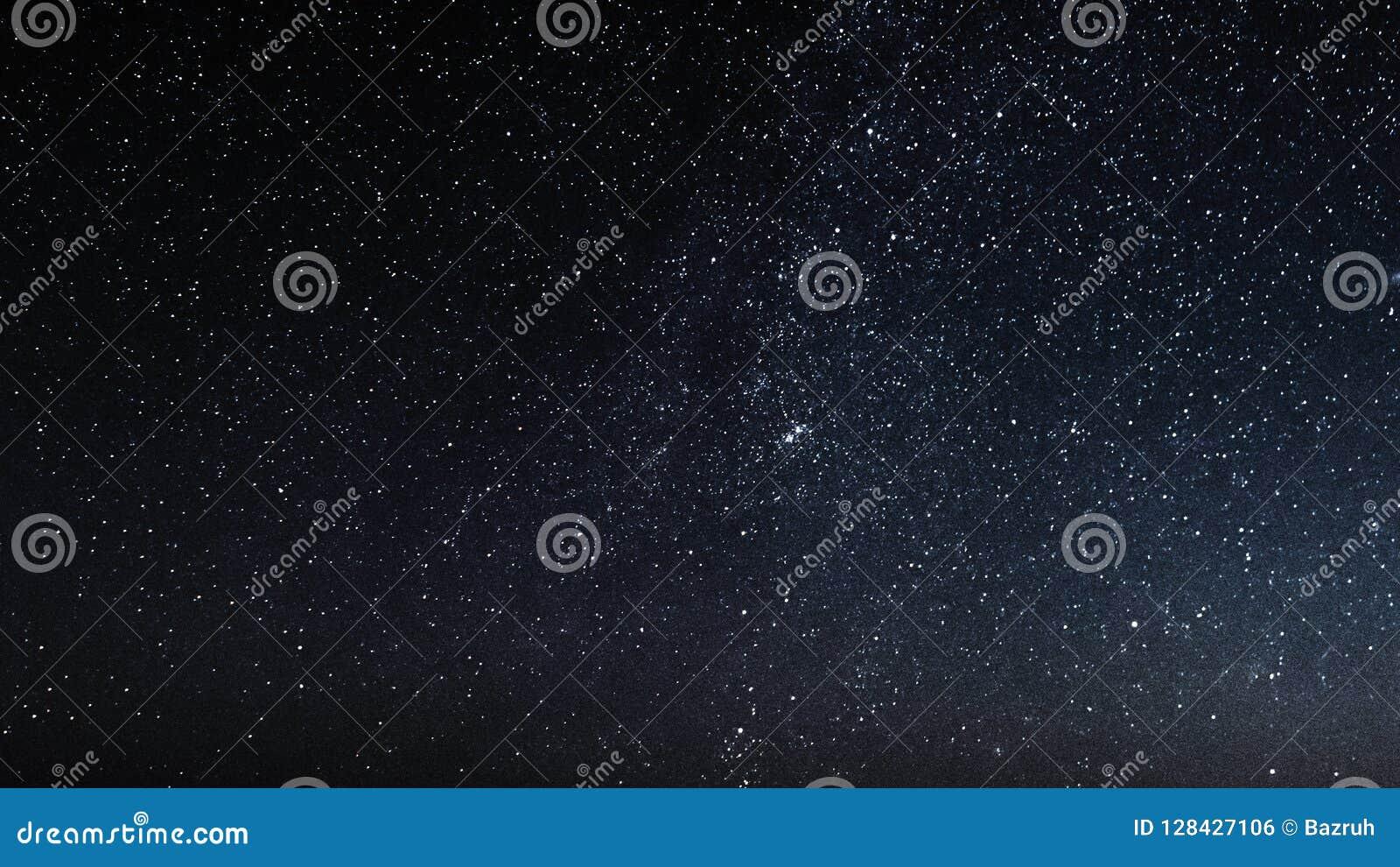 Natthimmel med stjärnor och galax i yttre rymd, universumbakgrund