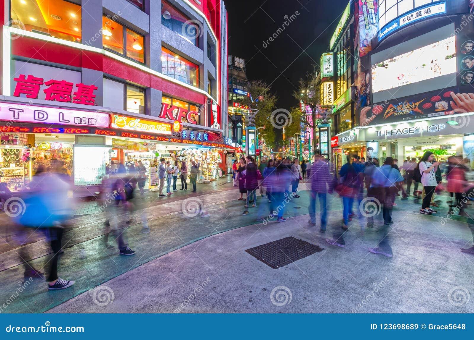 Nattplatsen av Ximendingen, är det källan av mode för Taiwan ` s, subkultur och japansk kultur Folket kan sett gå och s