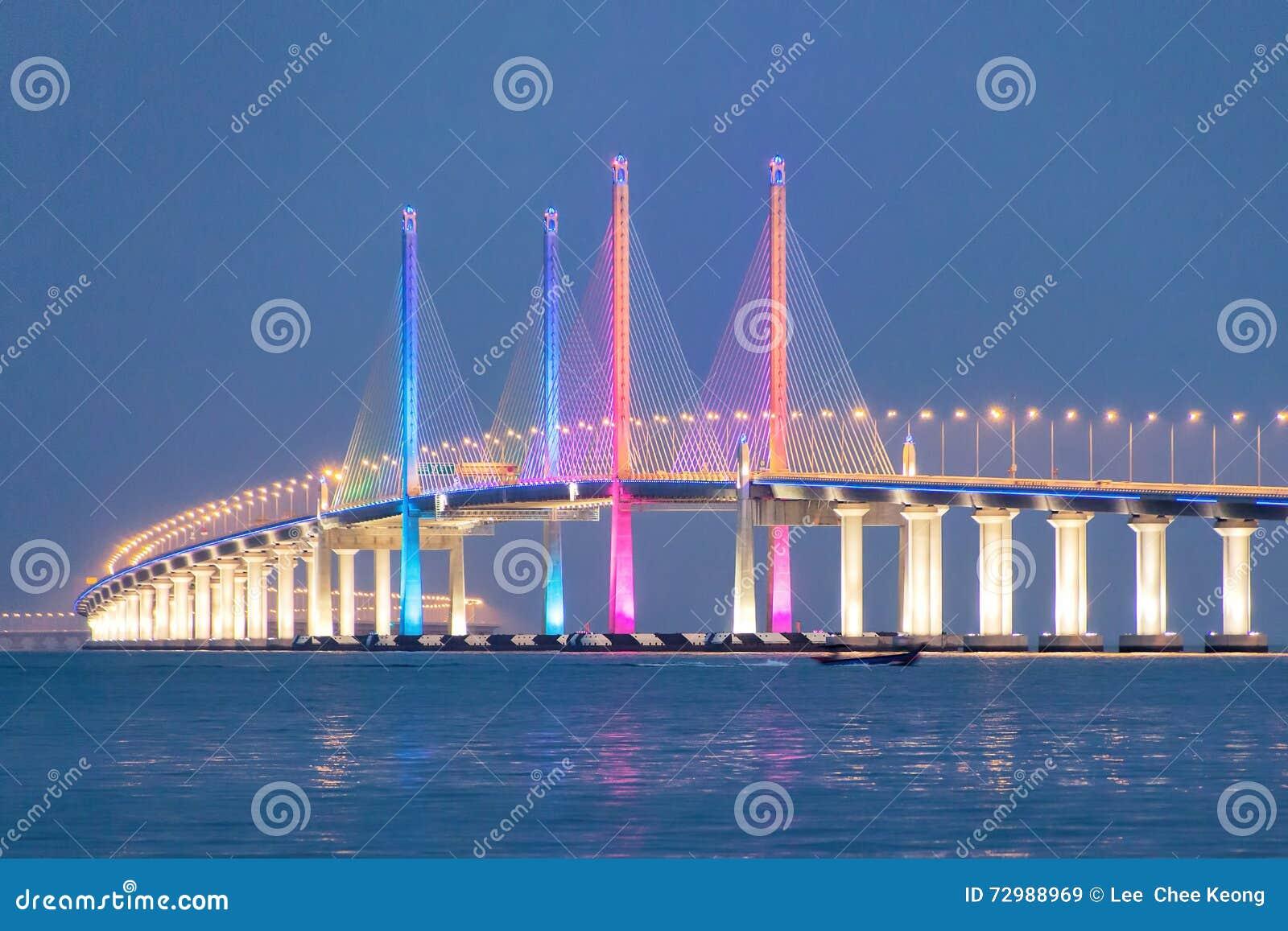 Nattsikt av den 2nd Penang bron, George Town Penang