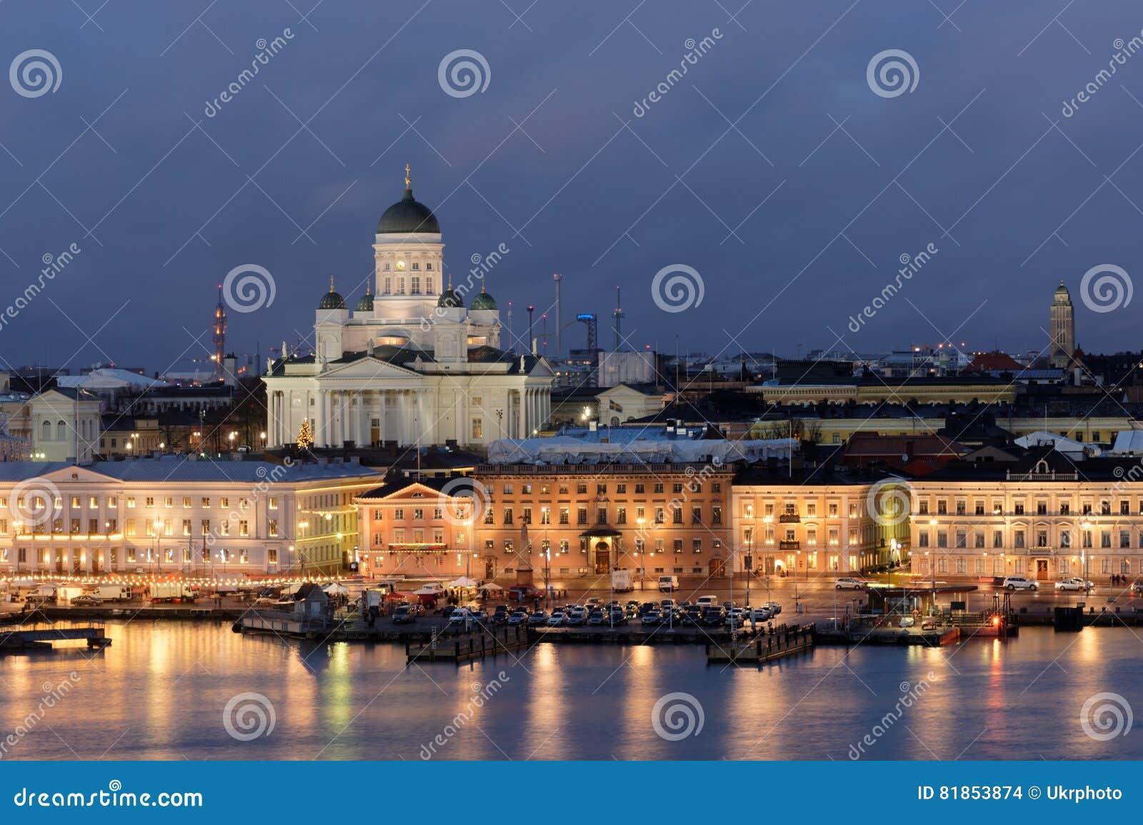 Nattsikt av Helsingfors, Finland