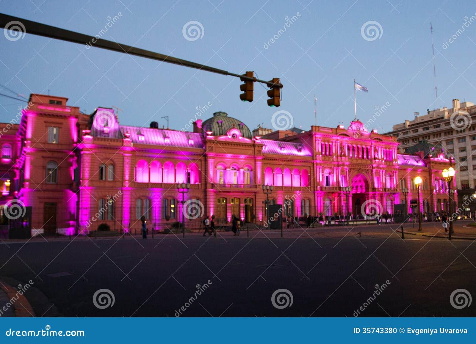 Nattsikt av presidentpalatset, Casa Rosada, rosa färghus i Buenos Aires