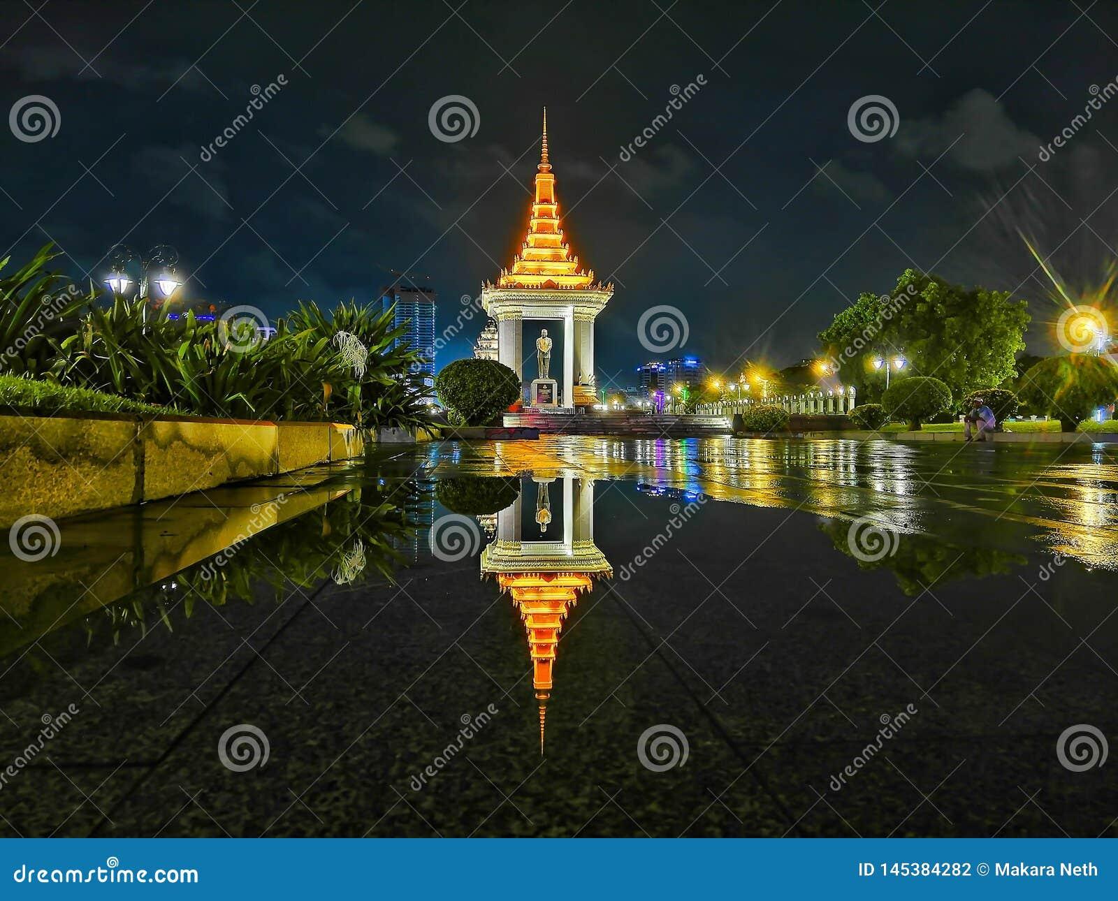 Nattsikten av Phnom Penh