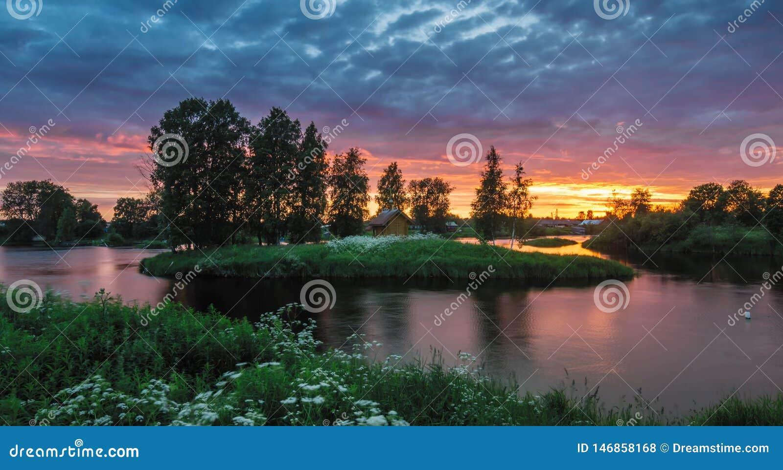 Natura di stupore della Carelia, foto di alba e del tramonto, aurora boreale