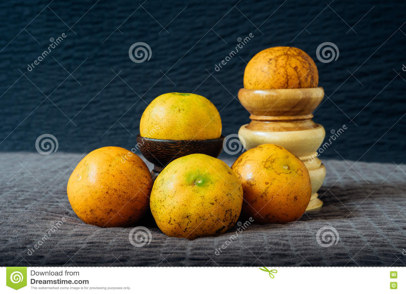Natura morta arancio con luce naturale