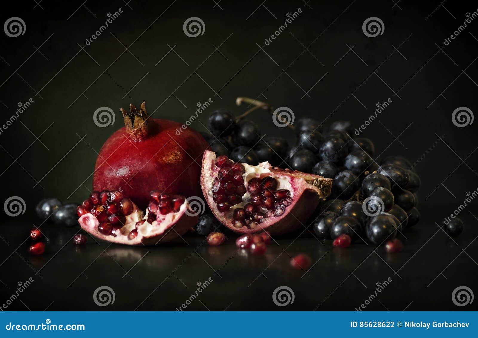 Natura morta del melograno e dell uva