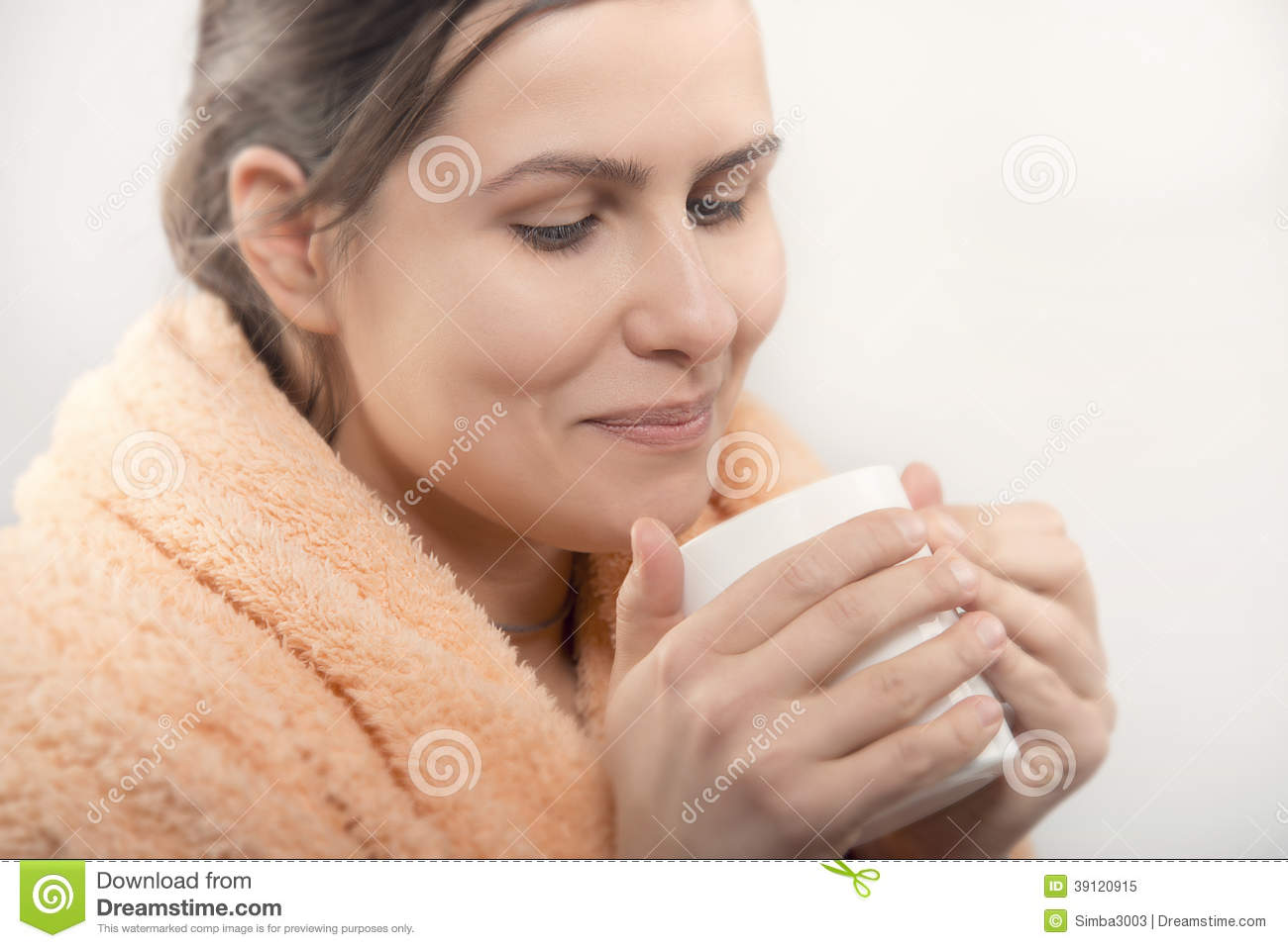 Natural beauty woman having cup of coffee or tea