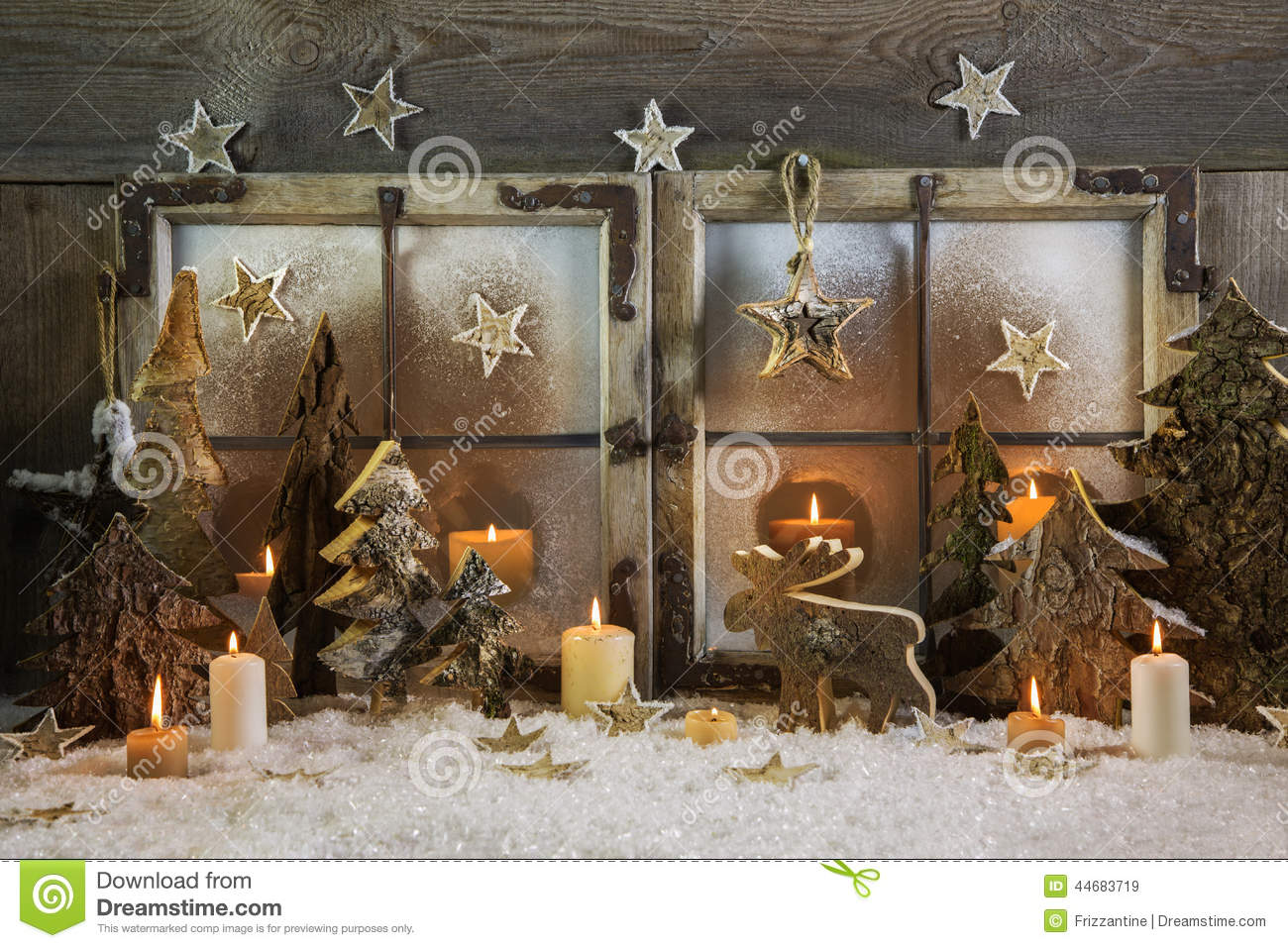 Natural handmade christmas decoration of wood outdoor in for Deco fenetre noel