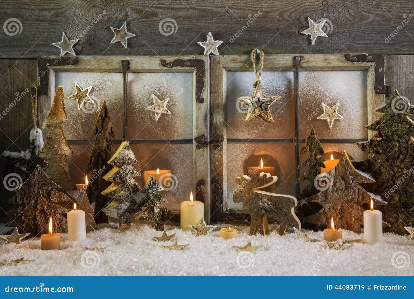 Handmade Outdoor Christmas Decorations. Christmas Decorations Made From Natural Resources  handmade christmas decoration of wood outdoor in Estrellas de