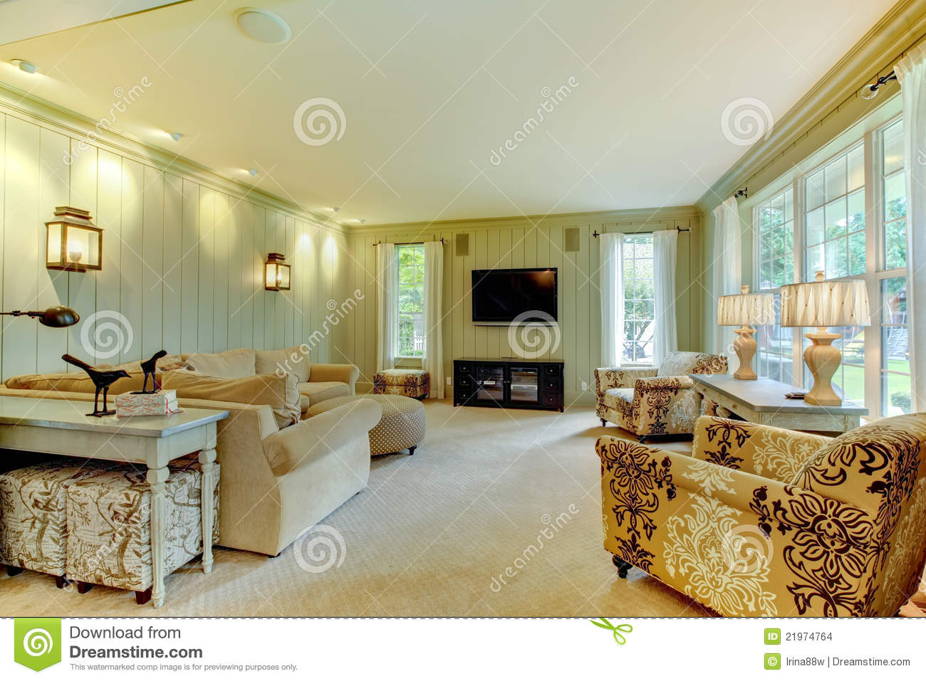 Natural Luxury Cream And Green Living Room Stock Images