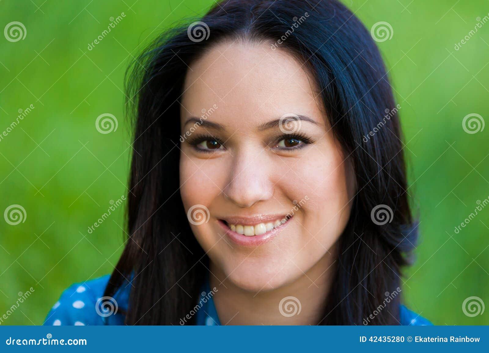 Naturaleza asiática de la muchacha del retrato