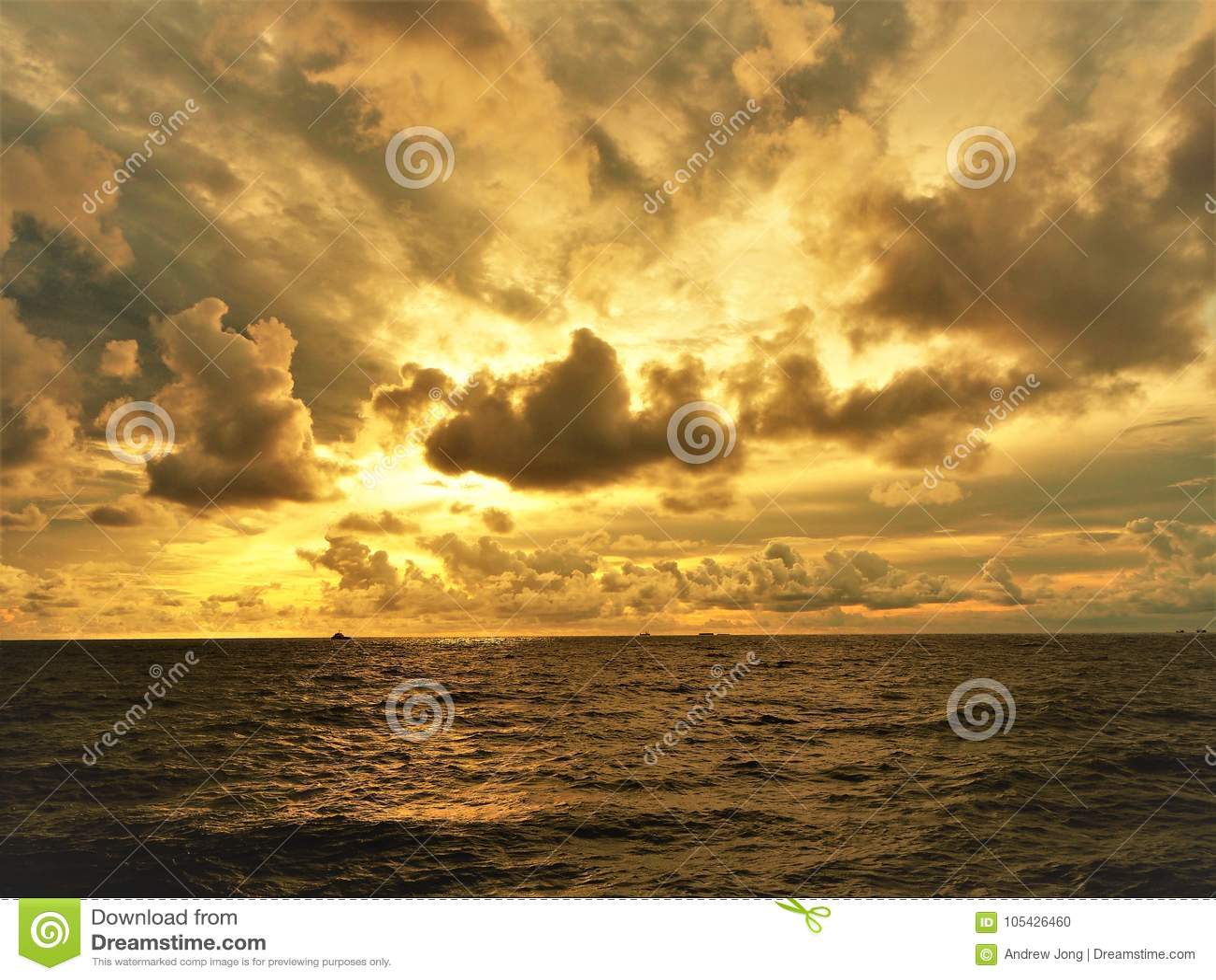 Nature et beau coucher du soleil à la baie Miri Sarawak Malaysia de cabane de Cocos