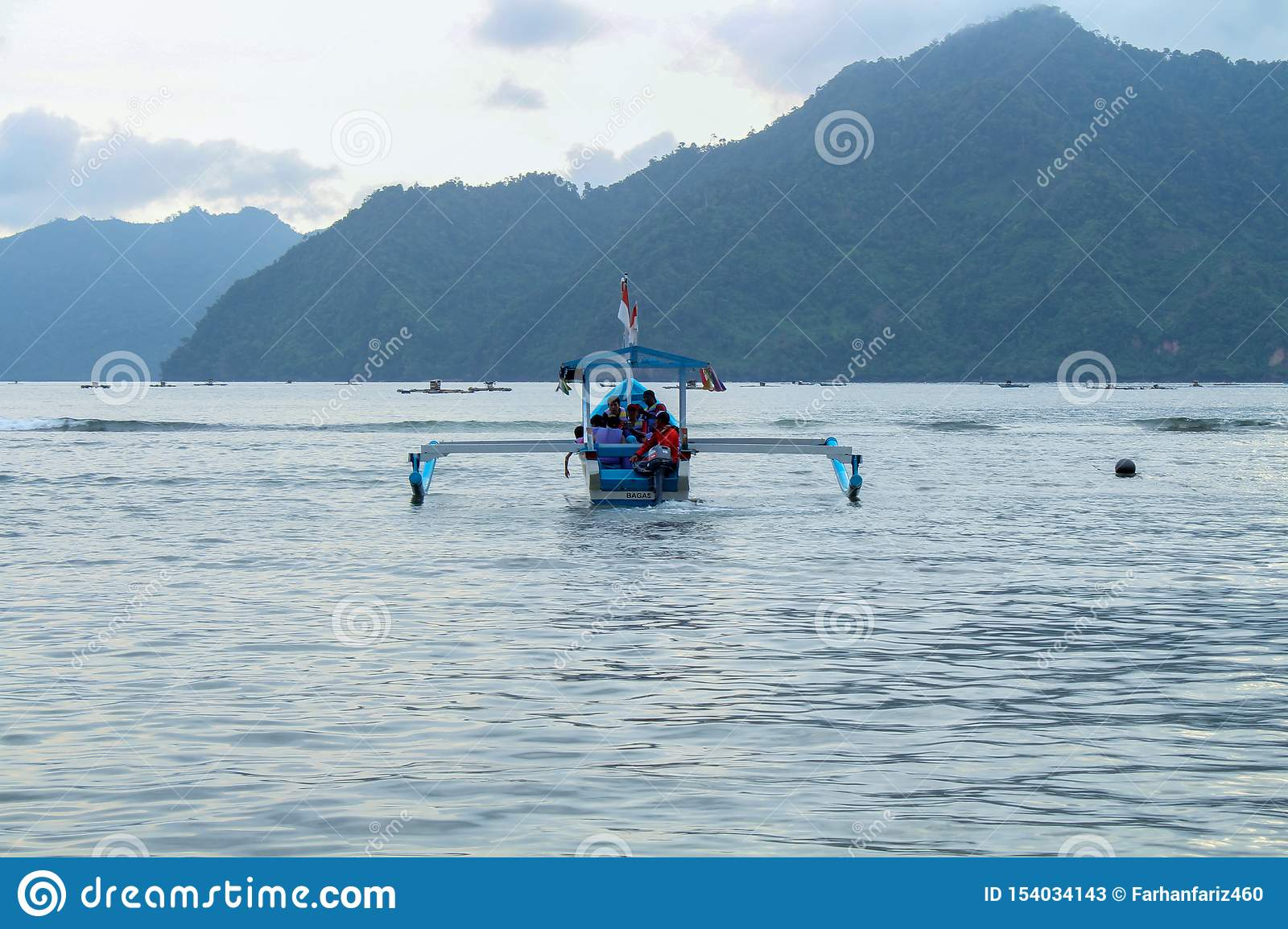 Nature - Some visitors who enjoy boats
