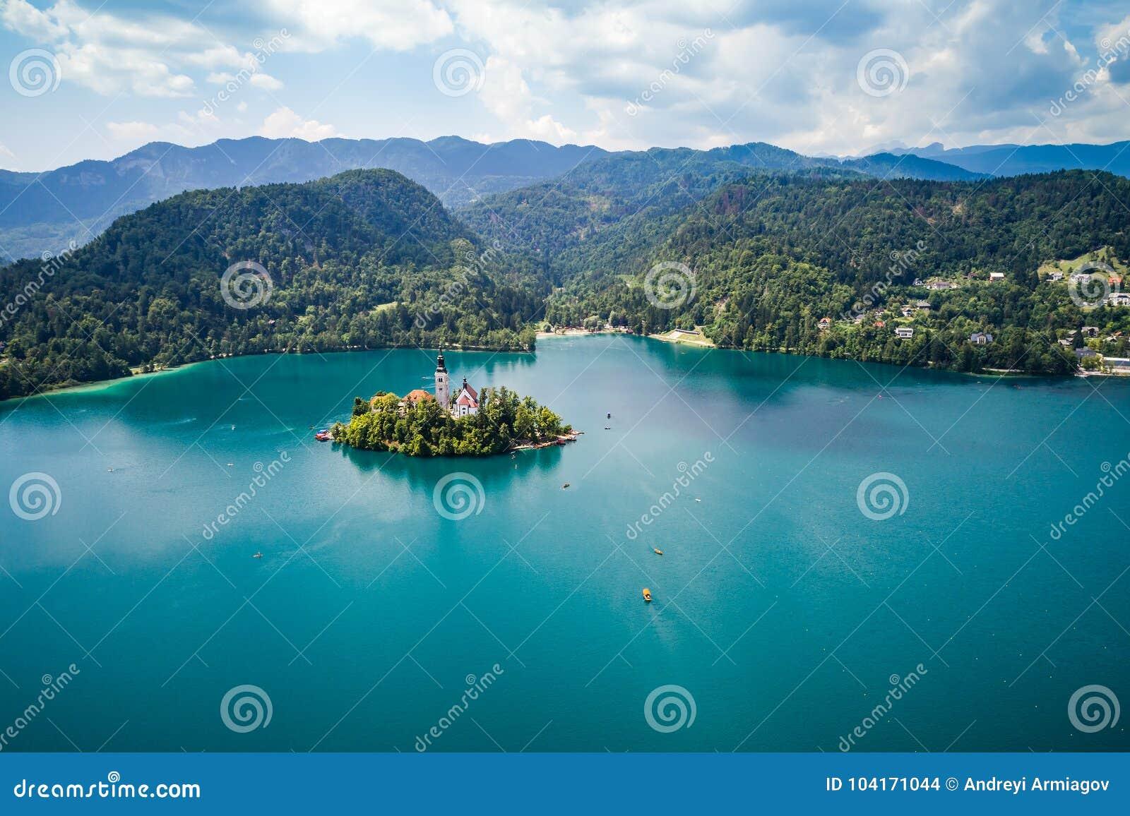 Natureza bonita de Eslovênia - lago do recurso sangrado