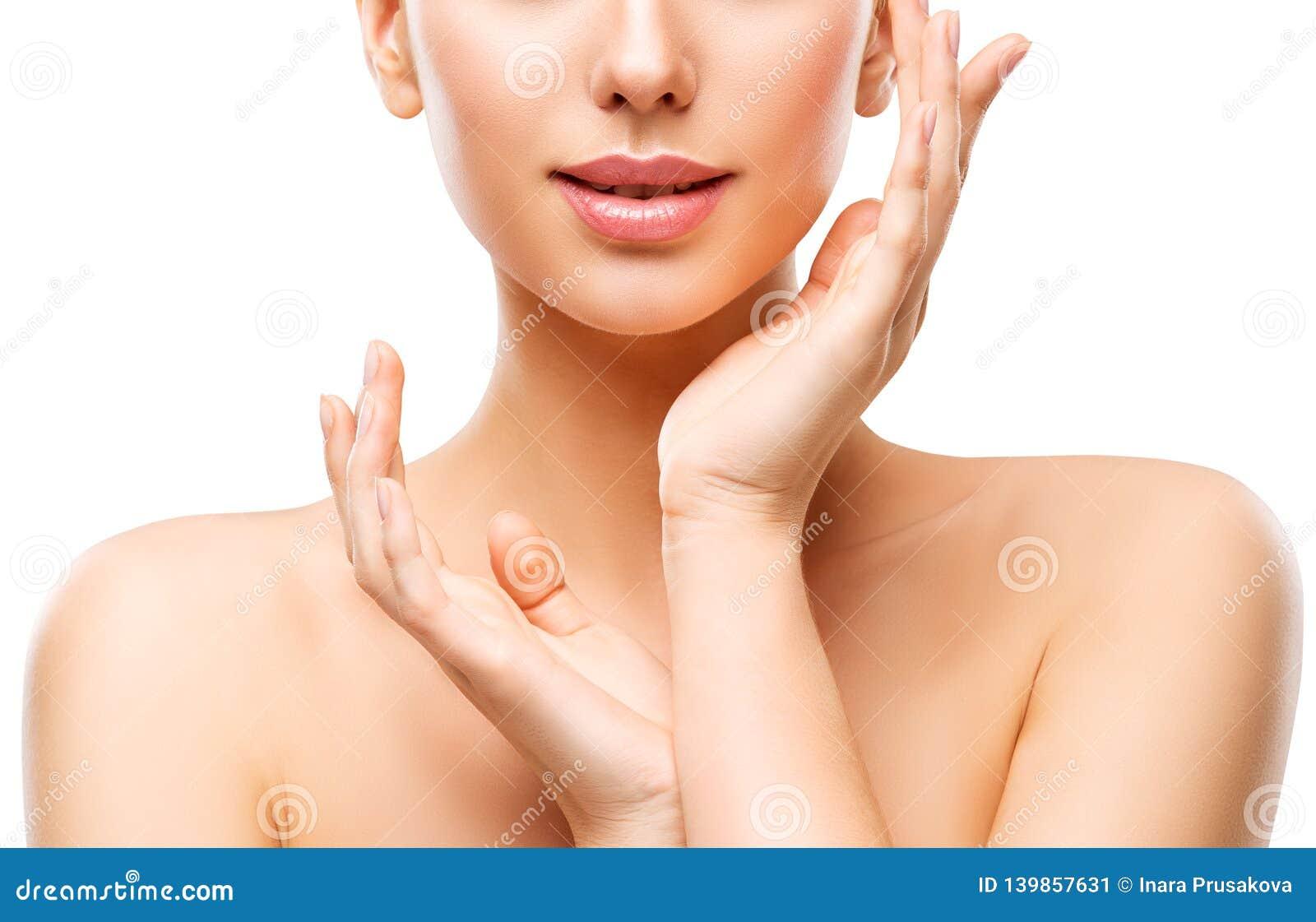 Naturlig hudomsorg för skönhet, kvinna som trycker på framsidan vid handen, ung flicka på vit