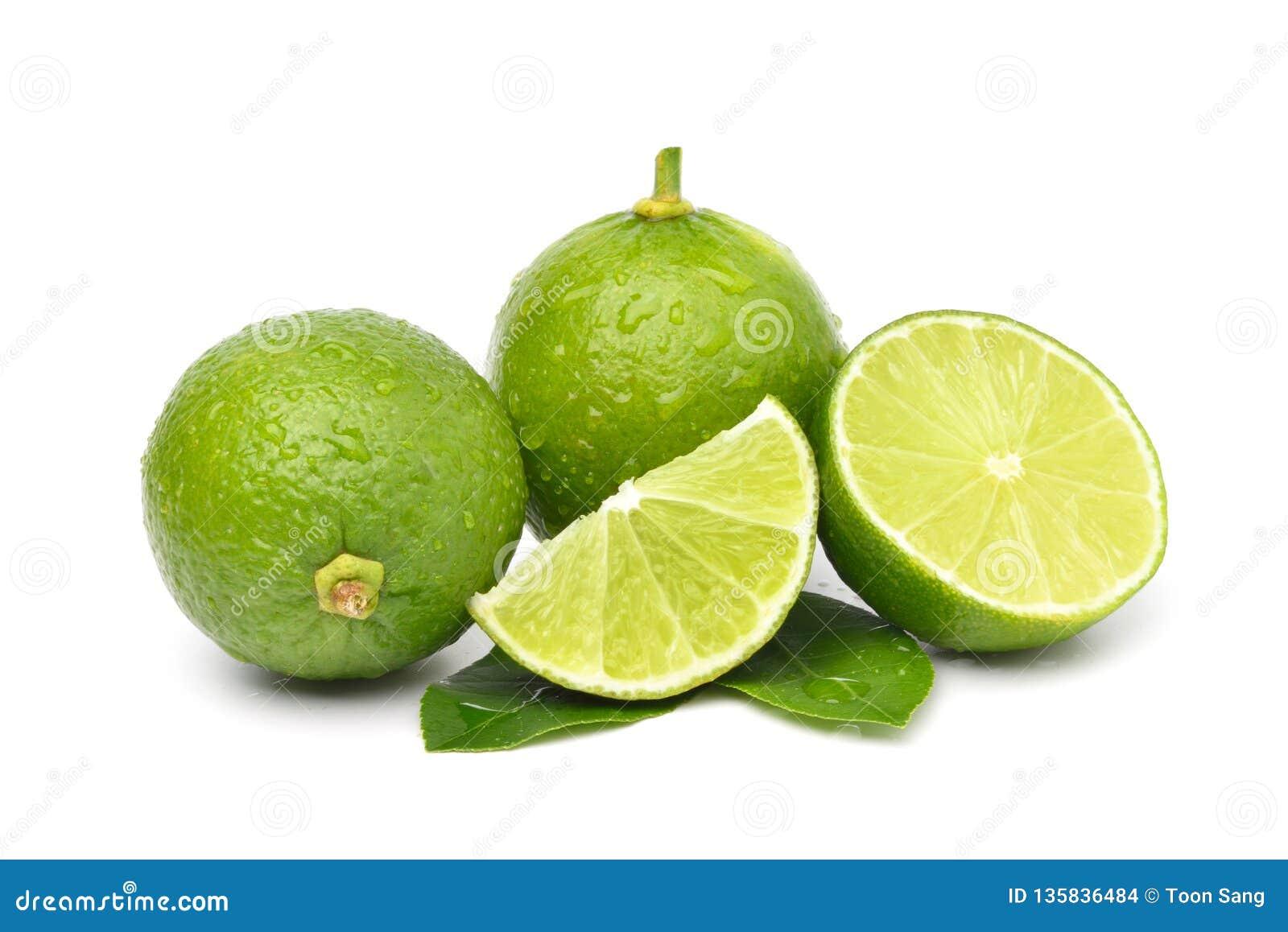 Naturlig ny limefrukt med vattendroppar