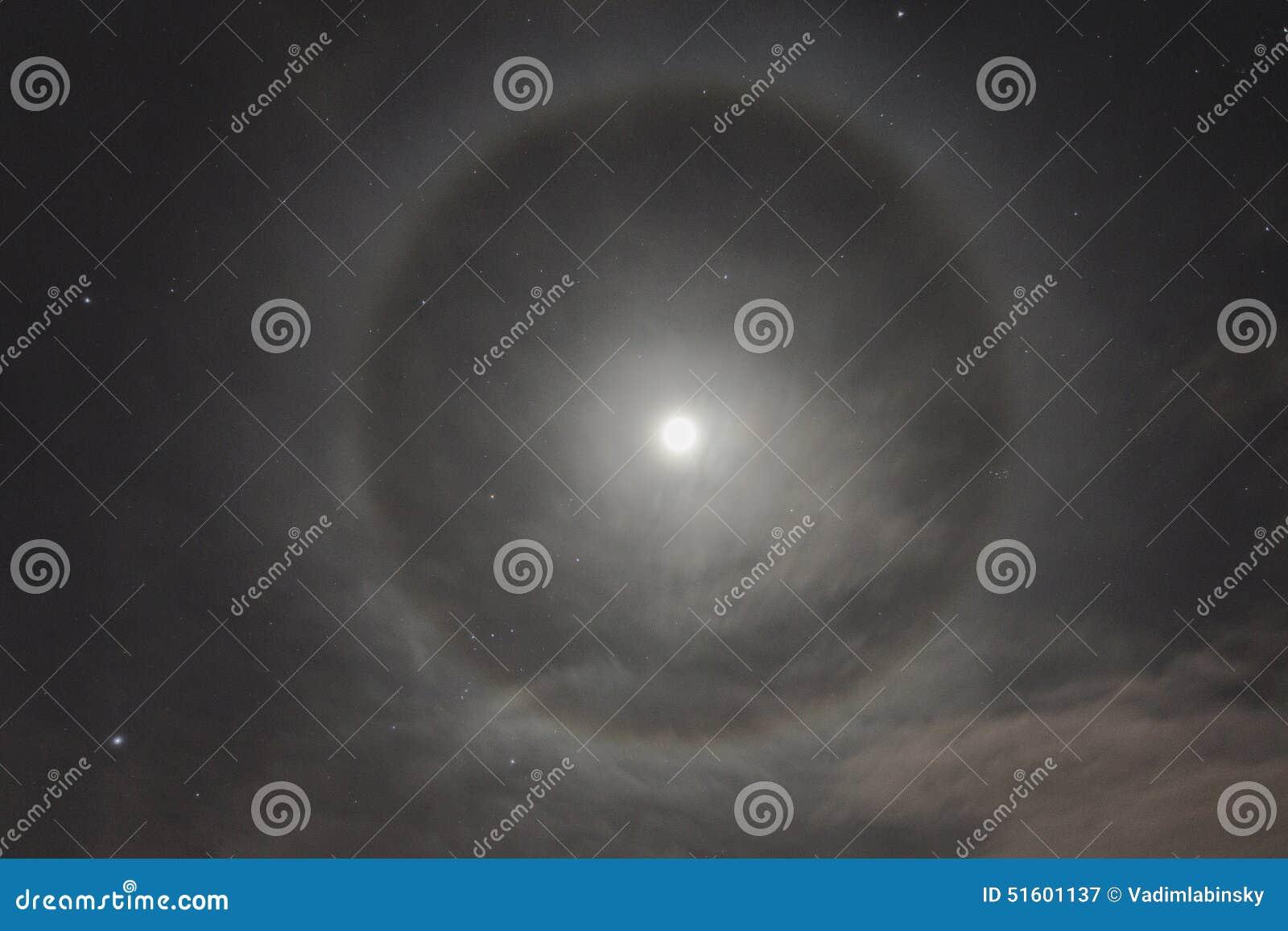 Naturligt fenomen i natthimlen Månegloria