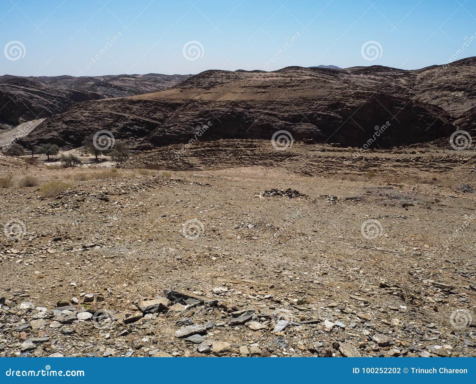 Naturligt vagga bakgrund för bergtexturlandskapet av unik geografi för den Namib öknen med sandig jordning för den blixtrande ste