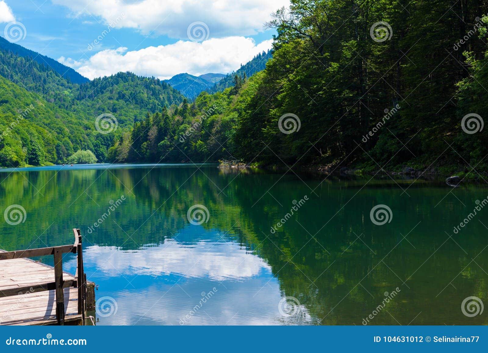 Natury podróży tło czarny Jeziorny Crno Jezero w Durmitor, Montenegro -