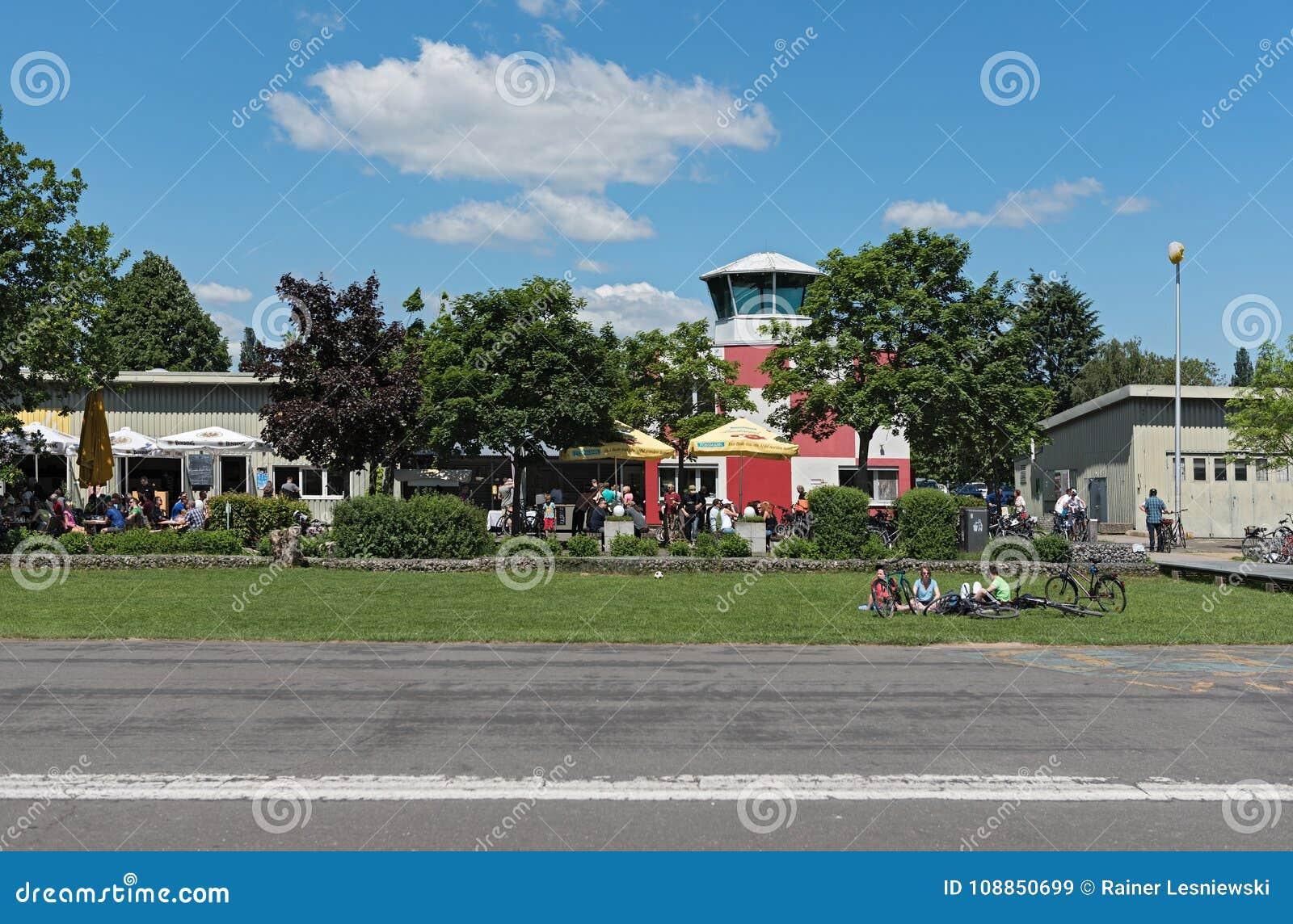 Natuurlijk en recreatief gronden Oud vliegveld in Frankfurt-Bonames